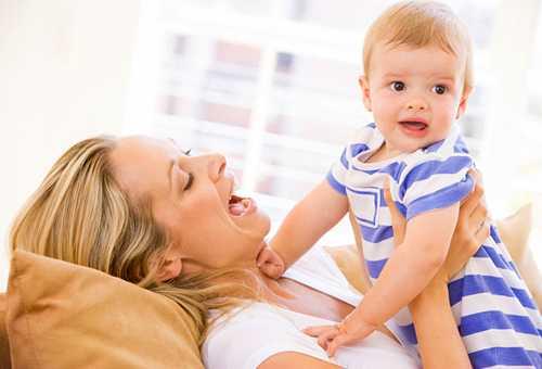 Режим ребенка в 4 месяца – успеть все!