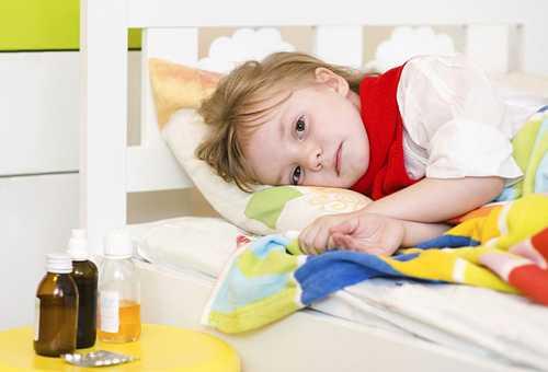 больная девочка в постели
