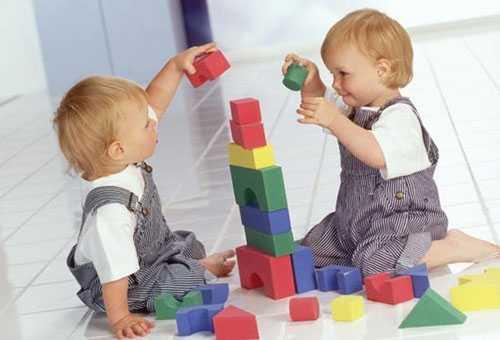 Чем играют годовалые дети