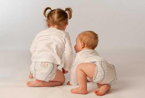 Использование памперсов для мальчиков и девочек