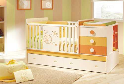 Функциональная кроватка для новорожденного с пеленальным столиком