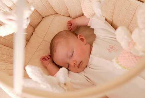 Ребенок спит в комфортных условиях