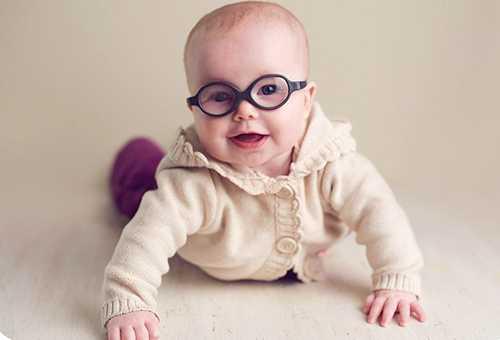 Ребенок в корректирующих очках