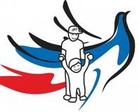 Эмблема взрослый и ребенок на фоне триколора