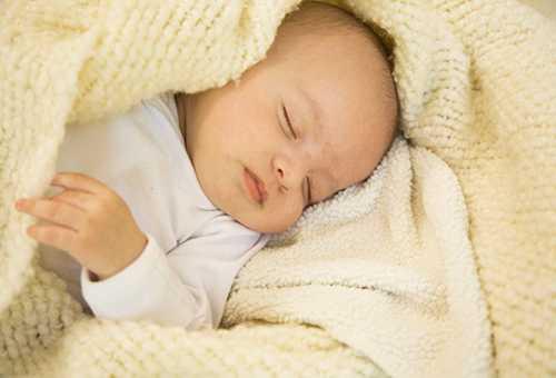 Помощь ребенку при пониженной температуре
