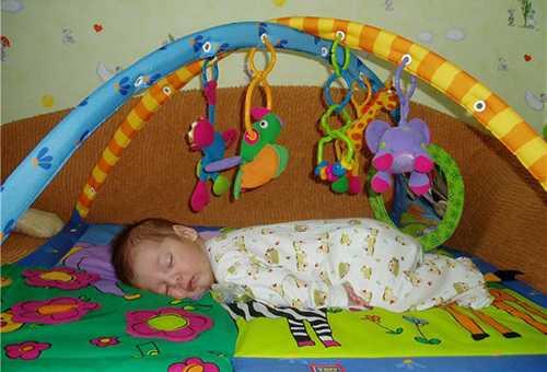 Какие бывают развивающие детские коврики?