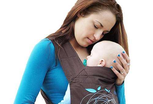 Малыш с слинге