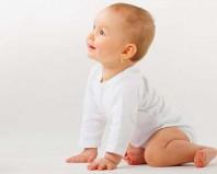 Навык сидения у девятимесячного ребенка