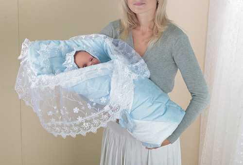 Нарядный конверт для новорожденного