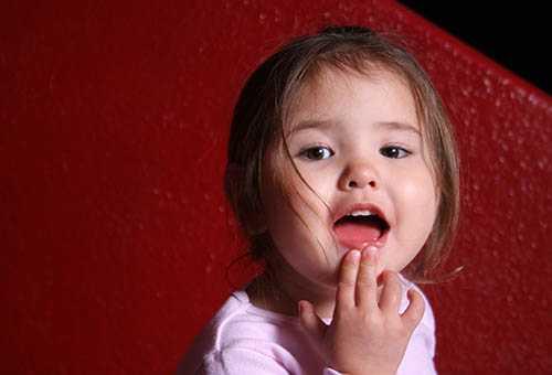 У девочки прорезались зубки