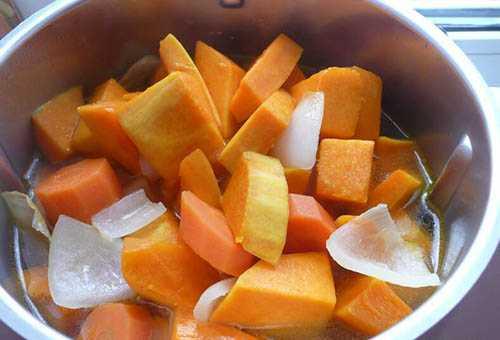Приготовление овощного супа из тыквы