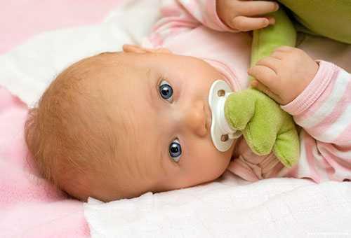 Ребенок с пустышкой
