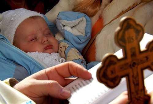 Младенец в церкви