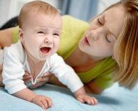 Ребенок что-то проглотил и плачет