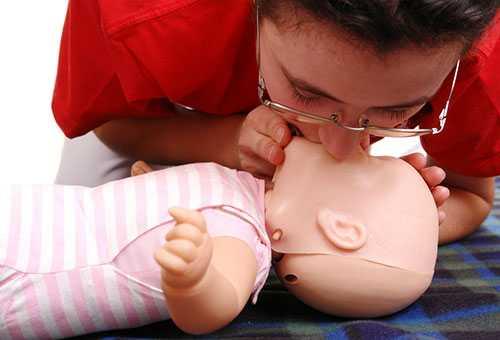 Искусственное дыхание ребенку