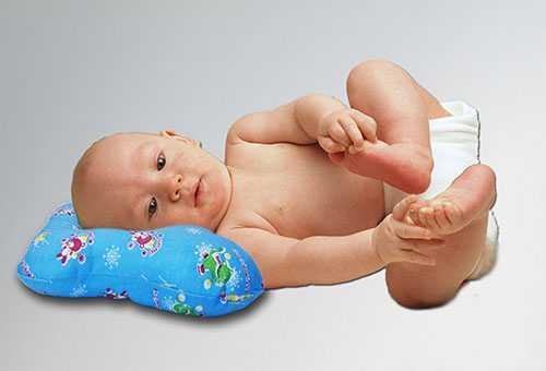 Ребенок в подгузнике из марли
