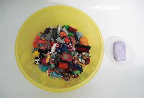 Мытье пластмассовых игрушек