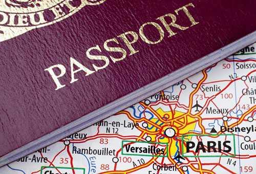 Загранпаспорт и карта Франции