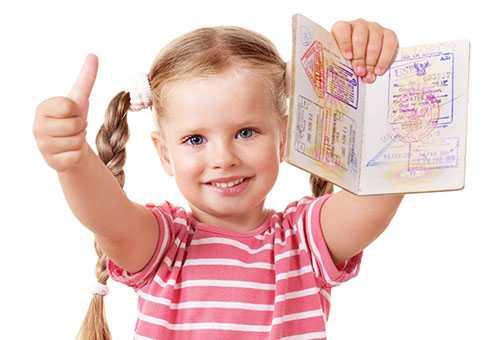Девочка с загранпаспортом