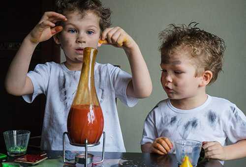 Дети экспериментируют