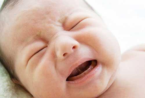 Месячный ребенок беспокойно спит