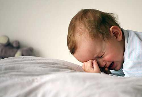Ребенок плачет и не может уснуть