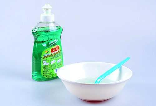 Раствор из жидкости для мытья посуды