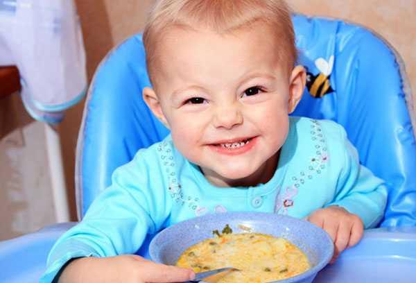Обед двухлетнего ребенка