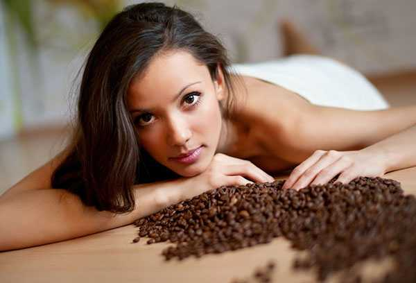 Девушка с кофейными зернами