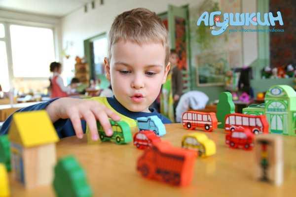 Ребенок в детском саду на грудном вскармливании