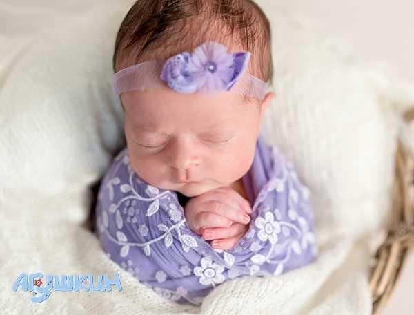 Нужно ли пеленать новорожденного ребенка